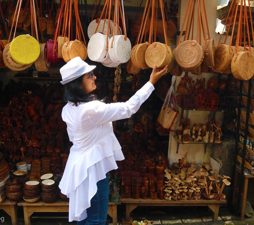 Megha Chhatbar, Nanchi seeing roundie bags, Ubud Market, Ubud, Bali, Indonesia