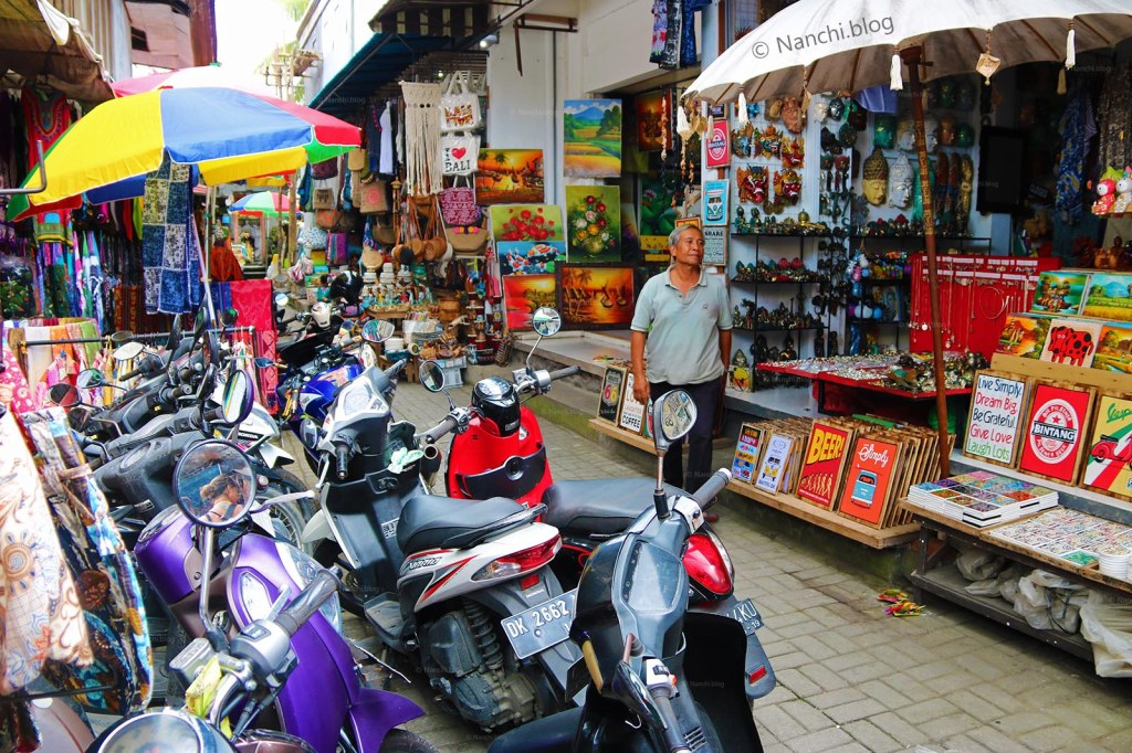 Shops in the streets, Ubud Market, Ubud, Bali, Indonesia
