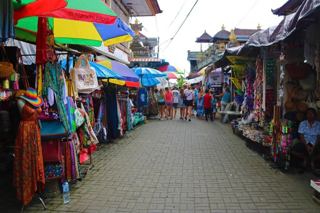 Street, Ubud Market, Ubud, Bali. Indonesia