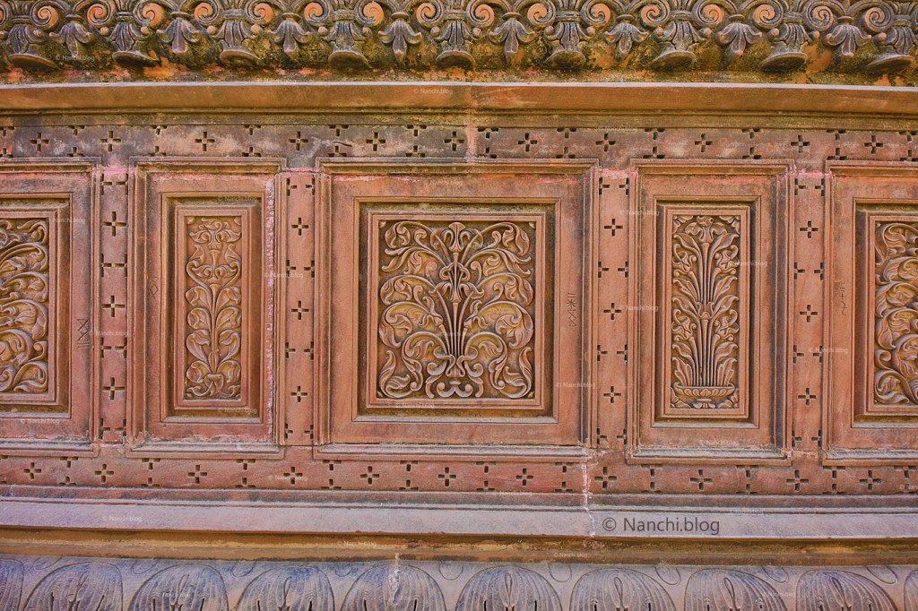 Carvings on The Royal Cenotaphs, Devikund Sagar, Bikaner