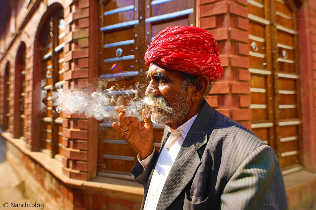 Rampuria Havelis, Bikaner, Traditional Man smoking, Rajasthan