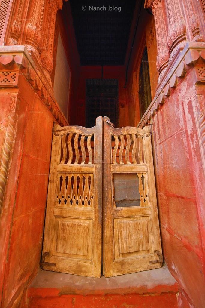 Wooden Door, Rampuria Havelis, Bikaner, Rajasthan