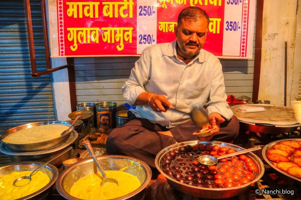 Gulabjamun Vendor, Sarafa Bazar, Indore